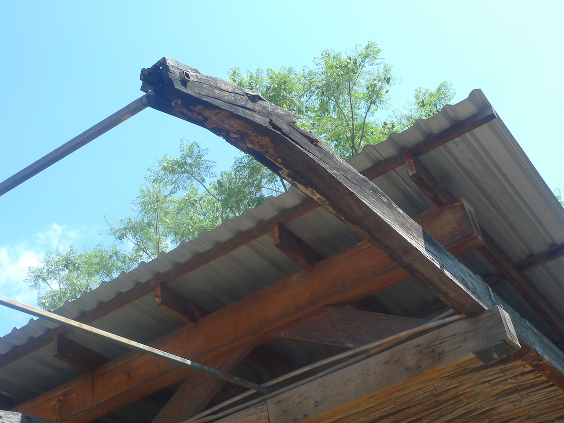 Shading of stage, rotten wood, no carrizo