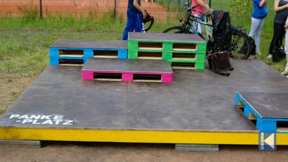 Sitting Platform (credit: Karow Live)